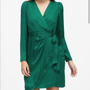 Puff sleeve wrap dress emerald green